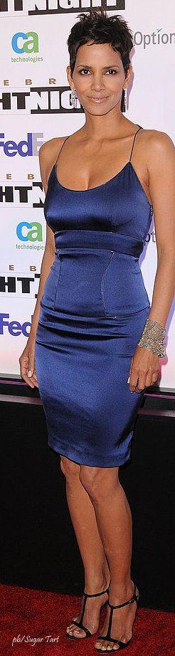 Halle Berry vestido azul, hermosa! http://www.pinupsymas.com/halle-berry-vestido-azul-hermosa/