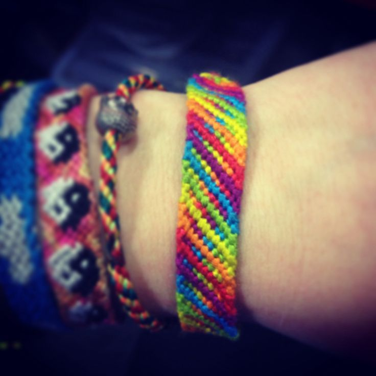 Rainbow Friendship Bracelet Pattern Number 13546 - for more patterns and tutorials visit our web or the app!