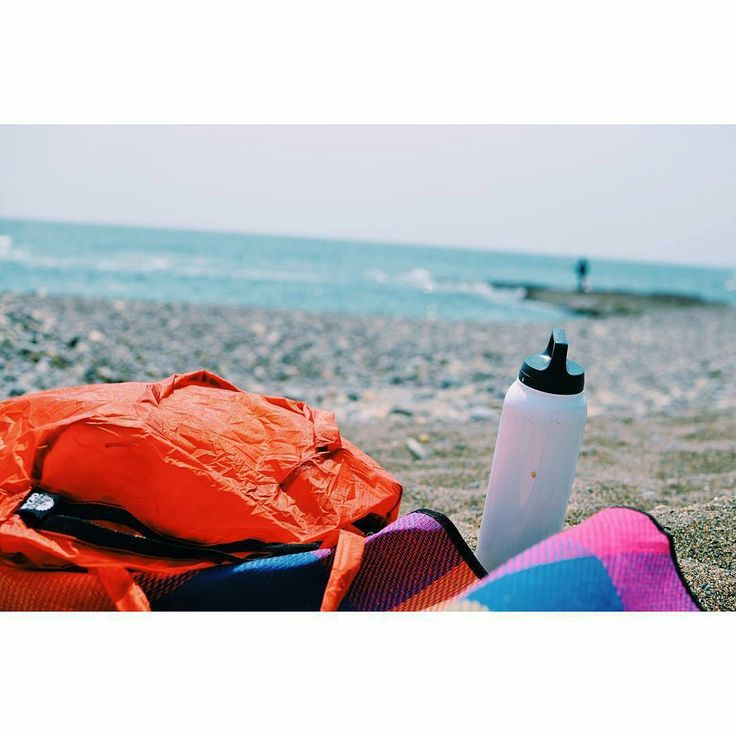 SIGG Bottles are the best tag along companions no matter where you go! Especially when the beach is calling your name.  Great photo by @peeoeed!  #SIGG #customSIGGbottles #SIGGbottles #waterbottles #hydration #fitlife #healthy #durability #longevity #ecofriendly #hotandcold #thermos #beach #beaches