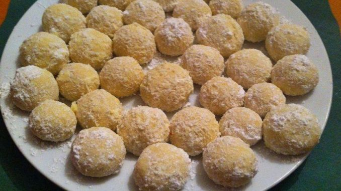 Kokoskugeln - Kugeln gewälzt in Kokosflocken und Vanillezucker