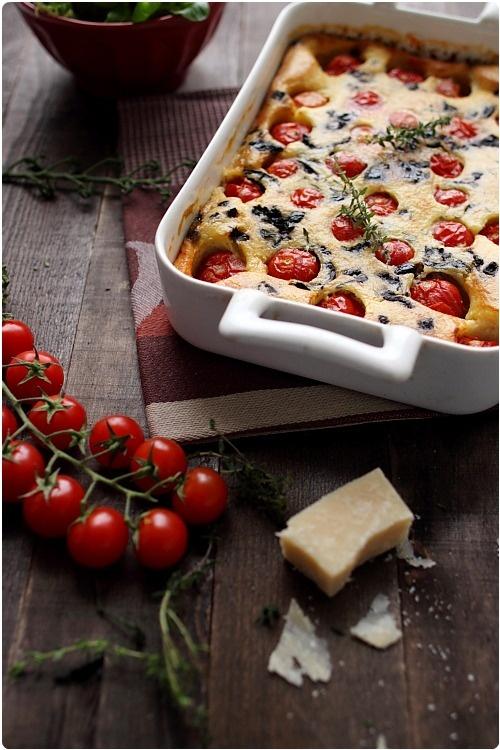 clafoutis-tomate-cerise-olive-thym2 // http://www.chefnini.com/clafoutis-de-tomates-cerises/