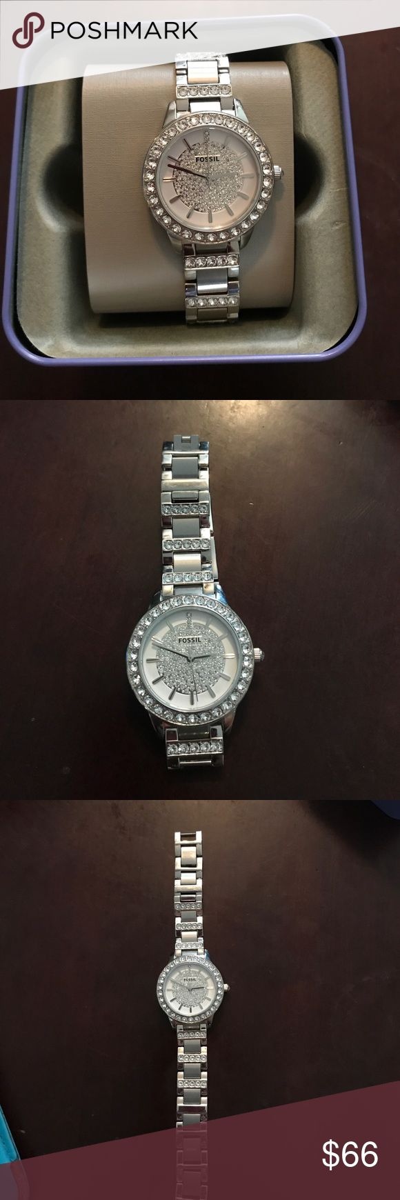 Women's Fossil Watch Women's Fossil Jesse Silver Stainless-Steel Quartz watch with Silver Dial. Preowned, functioning with new Watch battery and in excellent condition. Fossil watch box included in price. Fossil Jewelry