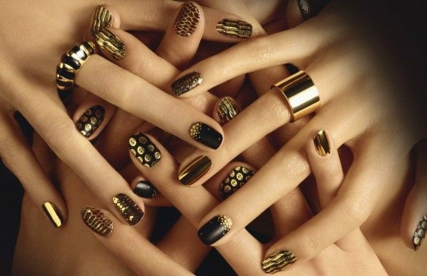Rich golden color nail art