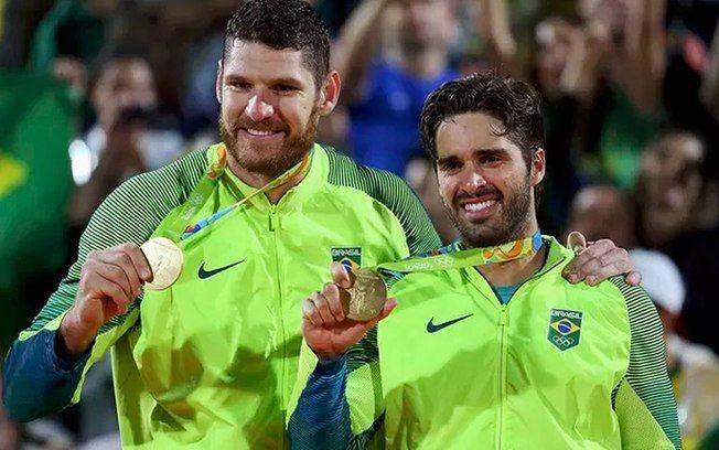 Alison e Bruno Schmidt levaram ouro no vôlei de praia. Foto: Divulgação