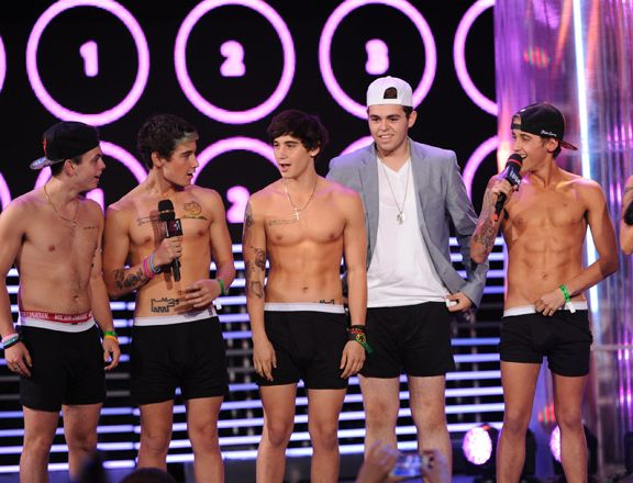 The Janoskians took a rather easy/risky approach when it came to their MMVA fashion. This is the result.