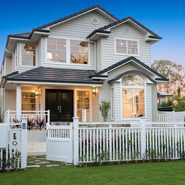 #queenslanderhomes Soooooo I think I've found my one true love ❤️ (via realestate.com.au / Cathy Lammie Property) Home in Qld with Hamptons inspired feel. #hamptonshomes