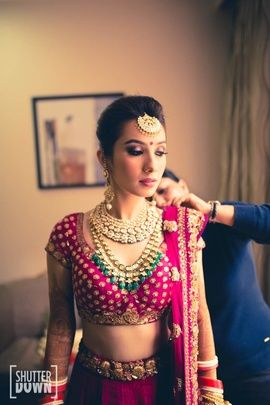 Indian Wedding Jewelry - Polki and Kundan Bridal Necklace with Polki Emerald Necklace and Gold Maangtikka   WedMeGood #wedmegood #maangtikka #polki #emerald