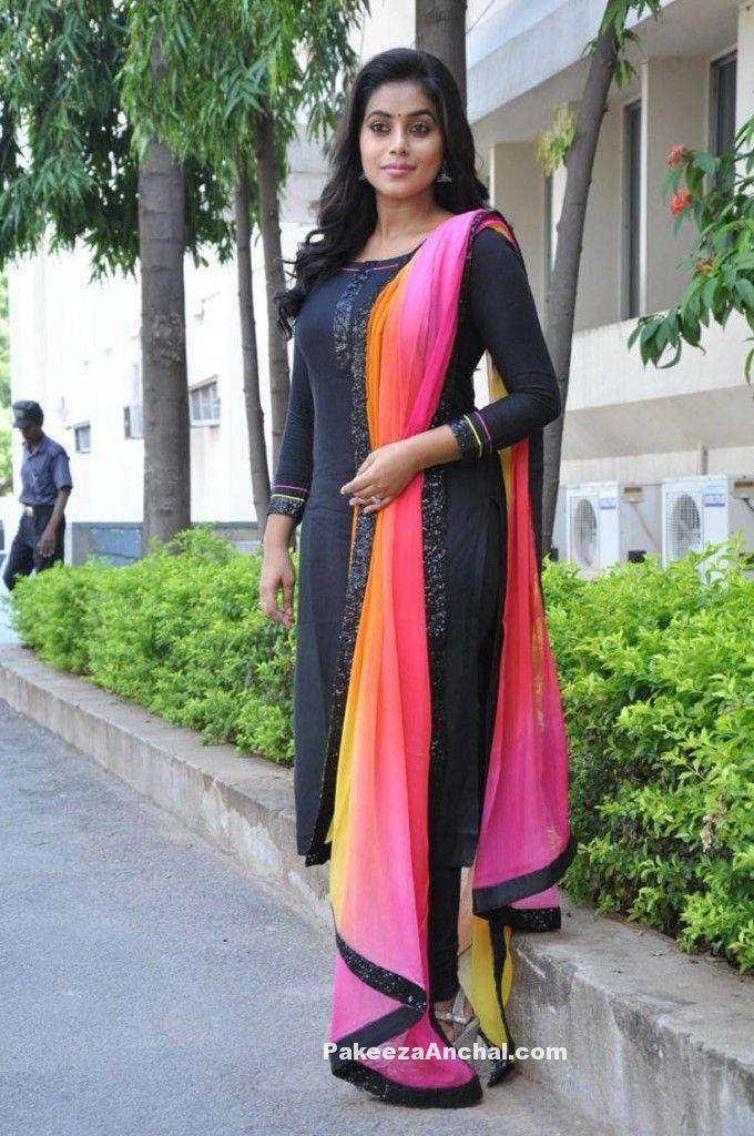Cute Genelia D Souza Wallpapers Actress Poorna In Black Plain Churidar Salwar Kameez With