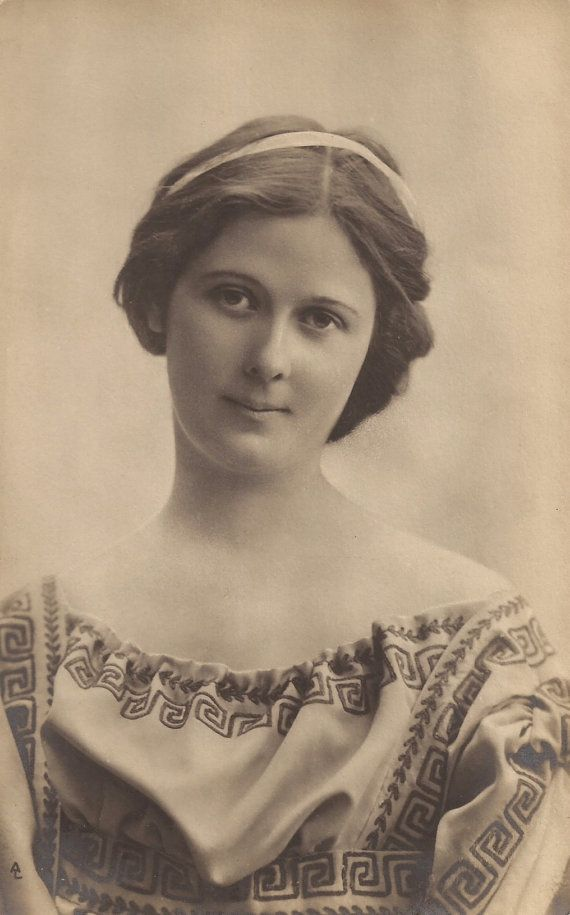 Isadora Duncan 21st cousin 4 times removed