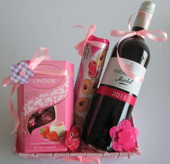 Découvrez nos nouveaux paniers cadeaux spécial fêtes des mères sur notre Webshop www.vins-fins.be  livraison en 24 heures #Belgique #bruxelles #cadeaux #mamans www.vins-fins.be