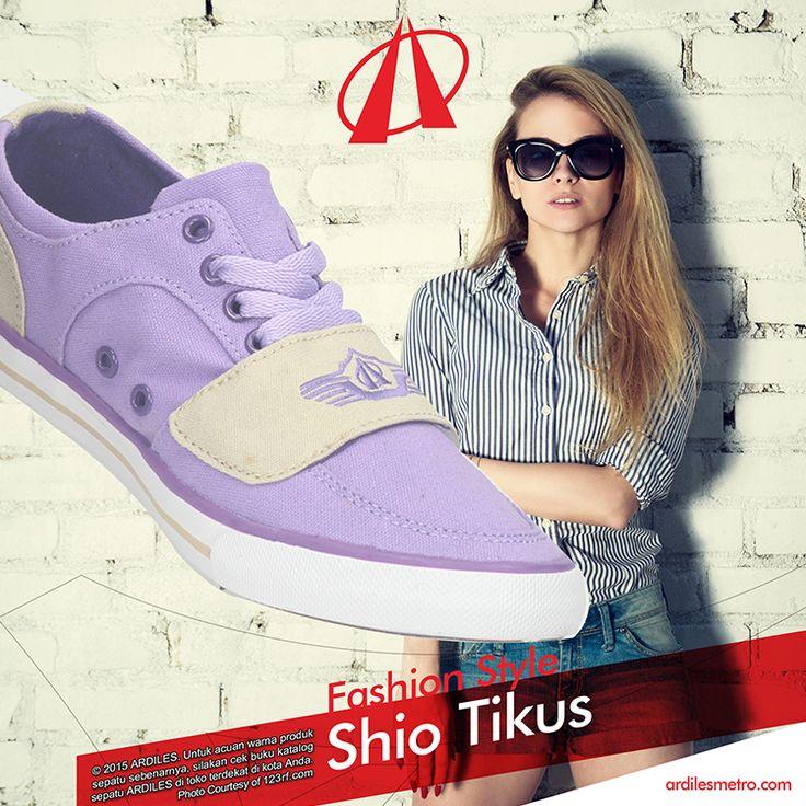 Dalam fashion pun orang-orang Shio Tikus senang dengan warna segar seperti biru dan hijau. Karena sangat aktif, mereka suka tampil dengan sneakers yang memudahkan gerak mereka. Nah kalau kamu Shio Tikus jangan lupa menambah koleksi sneakersmu. Pilih saja sneakers Ardiles dan kamu bisa belanja di www.ardilesmetro.com