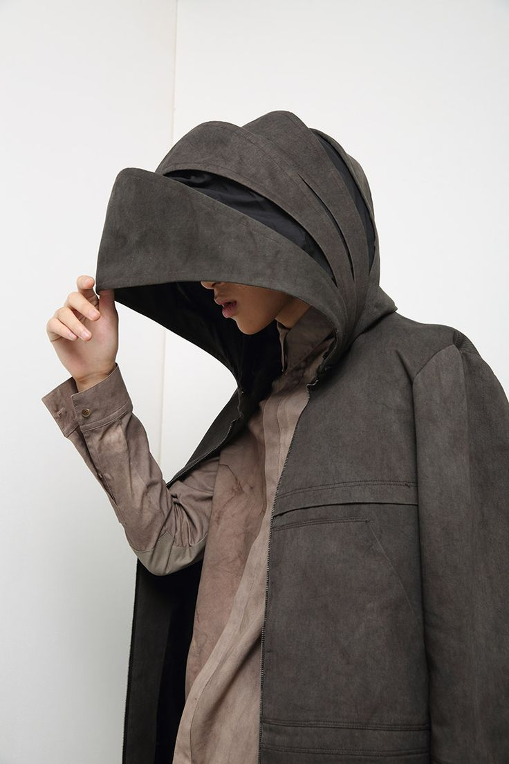 Armour Fashion - coat with articulated hood & oversized proportions; sculptural fashion // Slinky S/S 2015