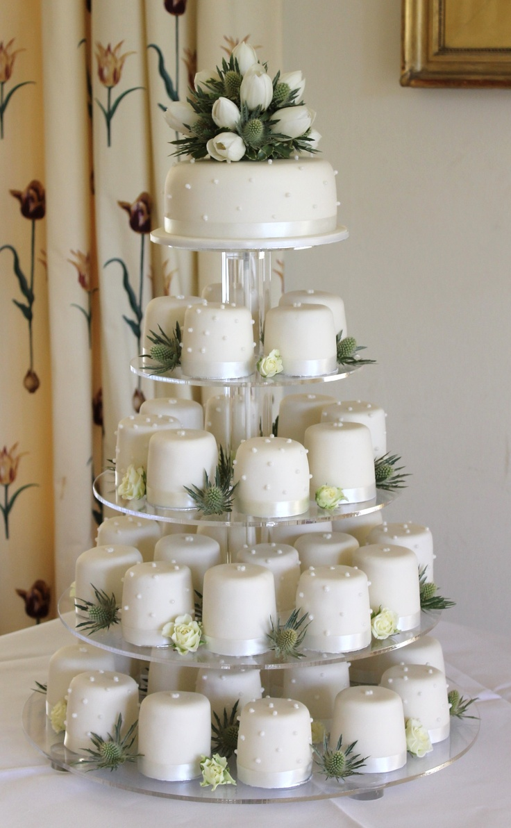 how to make small individual wedding cakes best 25 individual wedding cakes ideas on 15994