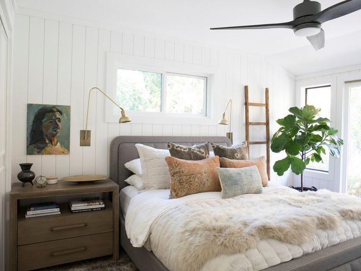 Small but cozy white bedroom with shiplap walls #whitebedroom #cozybedroom