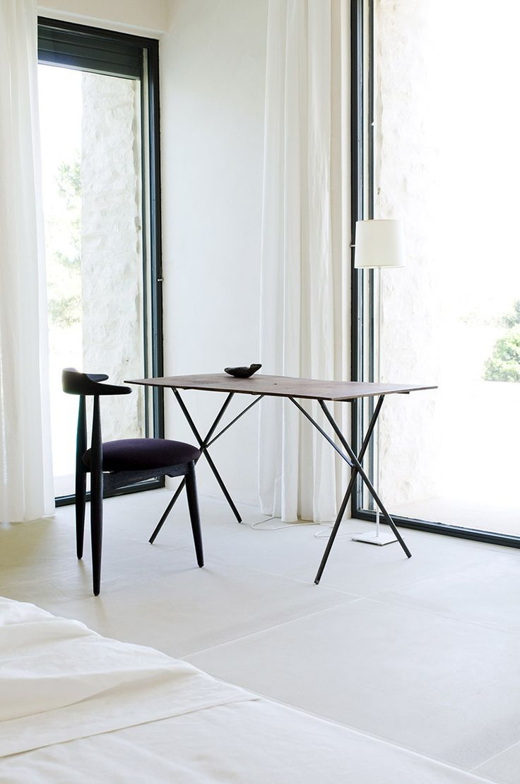 bedroom in Alberto Lievore's home in Mallorca / foto Christian Schaulin