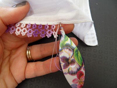 Attaching Tatting to Hanky