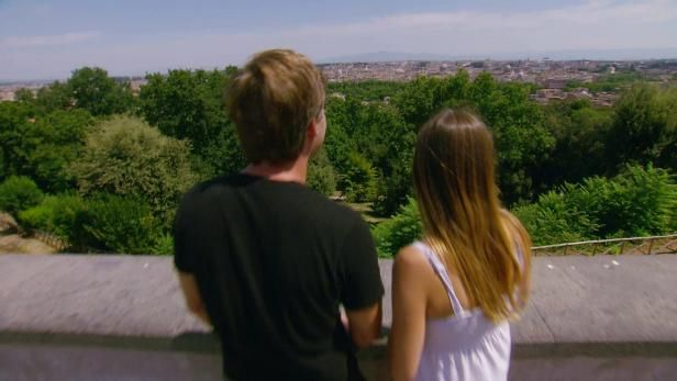 Watch House Hunters International Full Episodes from HGTV