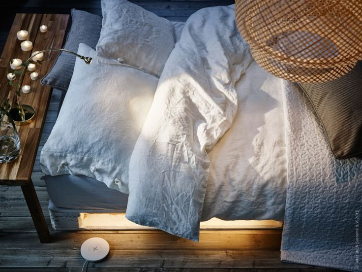 Den här tiden på året vill vi ha gott om bra och mysig belysning hemma. Gör ett DIY för sovrummet med smarta LED-ljuslisten DIODER som bara ger ifrån sig låg värme, och som därför kan placeras nästan vart du vill!