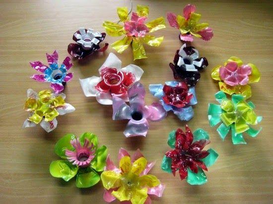 Flores con botellas de plástico.