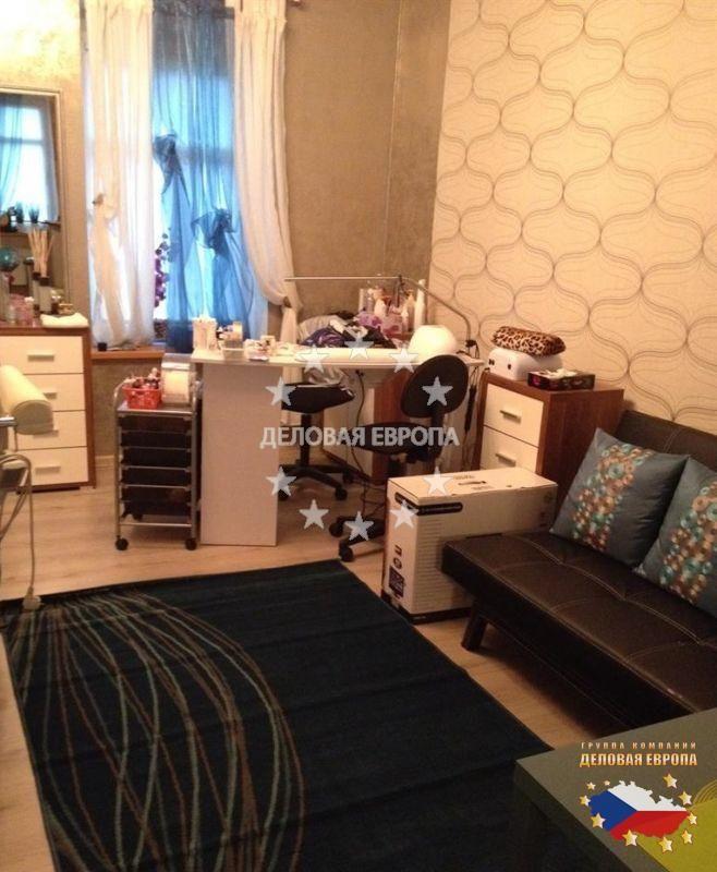 Квартиры в Карловых Варах: 1+КК, цена 29 000 € http://portal-eu.ru/kvartiry/1-komn/1KK/realty665/  Предлагается на продажу квартира 1+КК площадью 37 кв.м в Карловых Варах стоимостью 29 000 евро. Квартира, которая была полностью реконструирована, расположена на первом этаже двухэтажного дома и состоит из гостиной с кухней с бытовой техникой, прихожей, ванной комнаты с ванной и отдельного санузла. На полах паркет и плитка. Уютная квартира в хорошем районе в центре города. Рядом находятся…