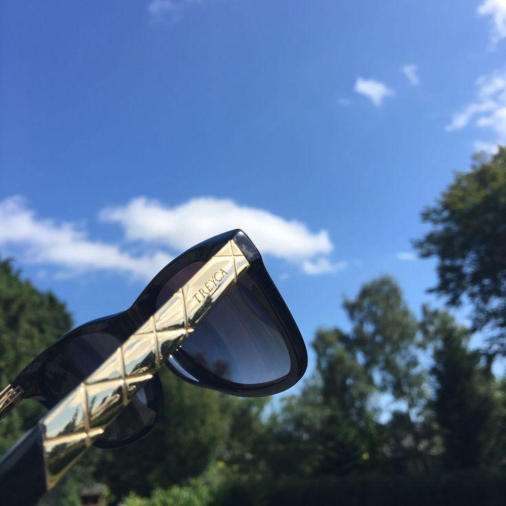 Luxury Styling Wayfarer Sunglasses.   #TreycaSunglasses #Sunglasses #Wayfarer #Clubmaster #Wayfarersunglasses #Fashion #Mensfashion #Womensfashion #Clubmastersunglasses #Luxury #Summer