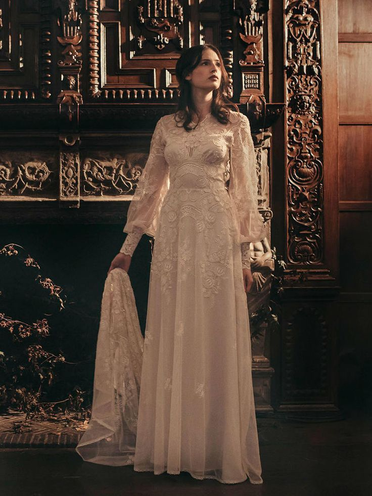 Claire Pettibone Chrysanthemum wedding dress see more: https://couture.clairepettibone.com/collections/the-four-seasons/products/chrysanthemum