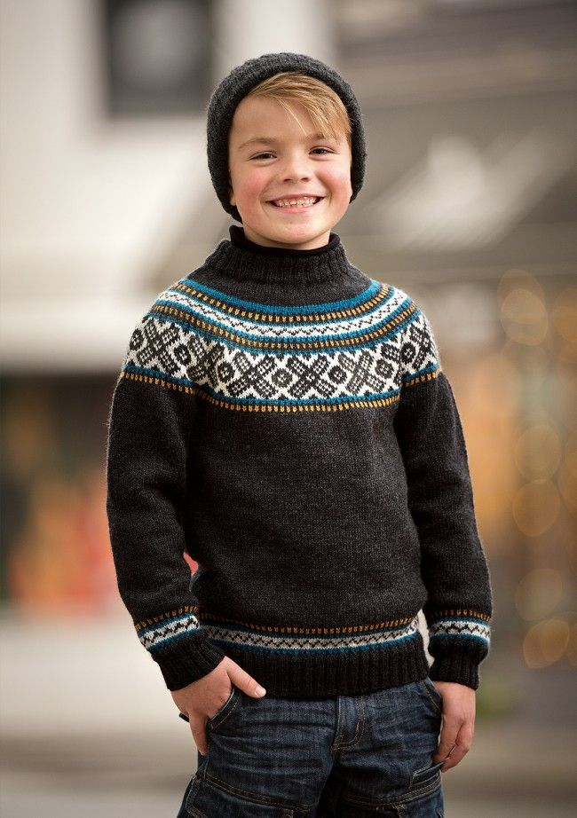 Gratis PDF opskrift på Drenge sweater med rundt bærestykke  Download opskriften og find forbrug.  Garnet...