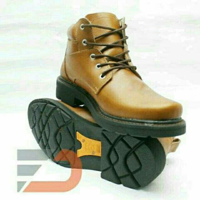 Saya menjual sepatu boot pria casual kulit sapi B3 seharga Rp215.000. Dapatkan produk ini hanya di Shopee! https://shopee.co.id/l.a_store/234981174 #ShopeeID