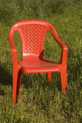 How to Paint Plastic Patio Chairs