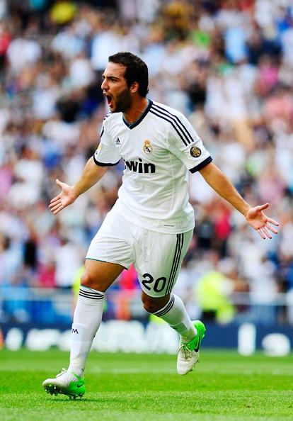 Gonzalo Higuain Photo - Real Madrid CF v Valencia CF - La Liga