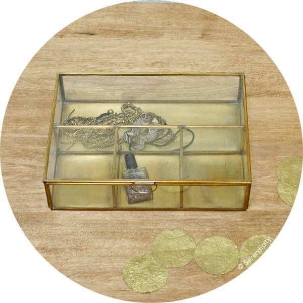 vitrine à bijoux http://www.serendipity.fr/vitrine-a-bijoux/4-2902/p
