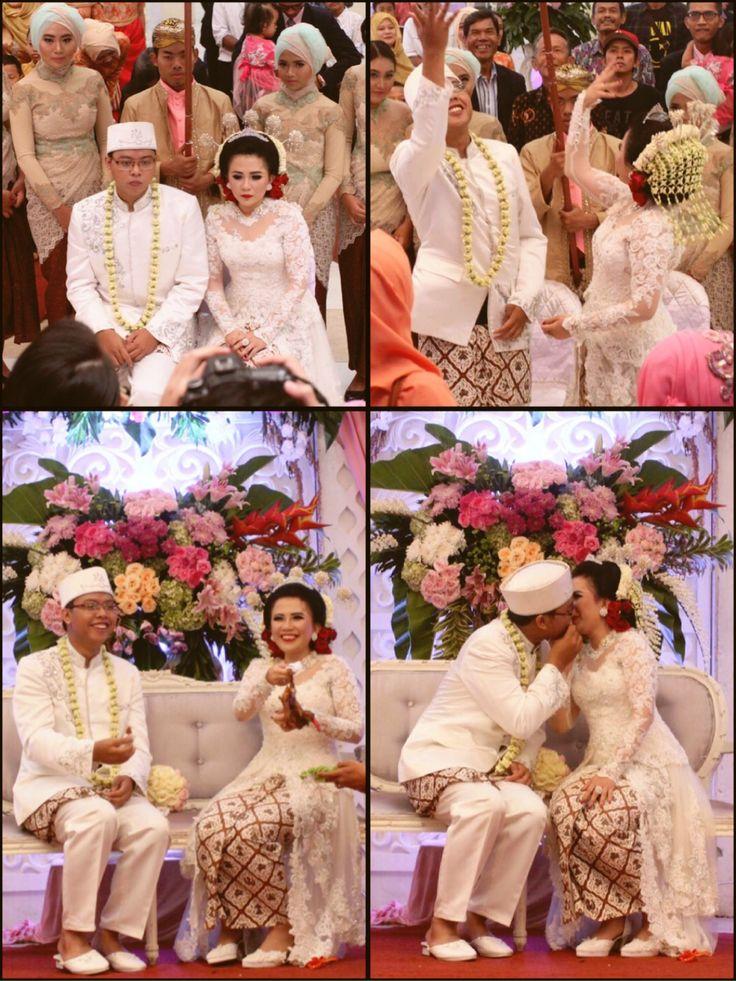My wedding #Sundanese #traditional #wedding #weddingceremonies #saweran #pabetothayam #huapingkung