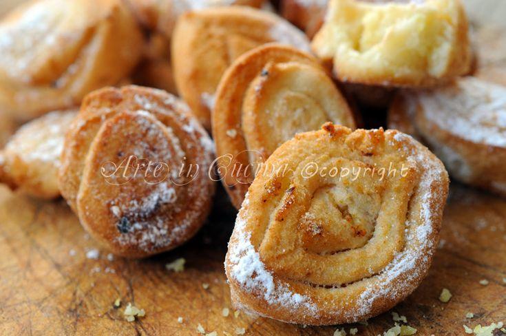 Biscotti fritti al limone, ricetta veloce, biscotti senza uova, ricetta facile, dolcetti veloci con buccia di limone, senza zucchero, idea per feste, carnevale