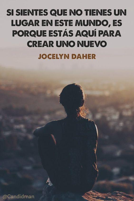 Una invitación clara a dejar la sensación de no pertenecer y crear un nuevo espacio, es la que Jocelyn Daher plantea en esta frase compartida en Pinterest por @candidman. Sentirse fuera de lugar, d…