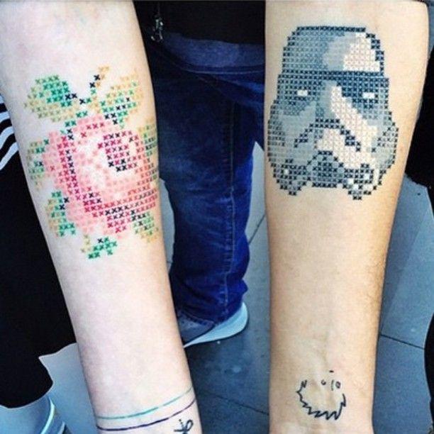 Tatuagens em ponto cruz! Ela não é a primeira a usar esta técnica, e essa não é sua única especialidade, mas @EvaKrbdk virou sensação ao combinar o seu amor por costuras com tatuagens. A artista turca cria encantadoras tattoos ao se inspirar com flores, animais, retratos de celebridades e outros objetos – que são transformados em incríveis padrões em ponto cruz. Veja mais no FTC! | Turkish artist @evakrbdk creates incredible cross stitch tattoos at the skin