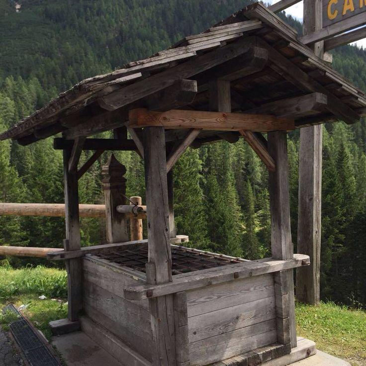 Vecchia fontana a Ospitale d'Ampezzo Belluno Dolomiti Veneto Italia