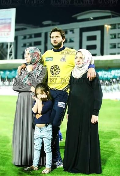 Shahid Afridi And His Daughters at PSL