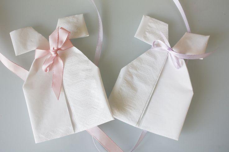 Søte dåpskjole-servietter til dåp og babyshower
