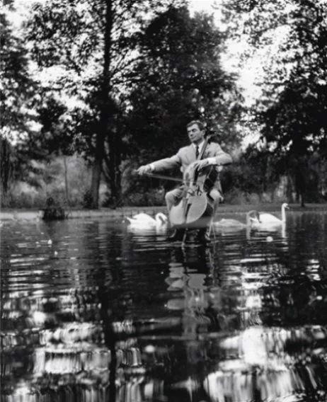 Robert Doisneau - Maurice Baquet,Lac des Cygnes, 1957