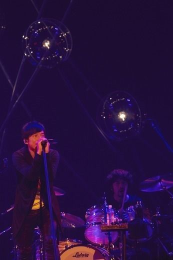 Mr.Children/武道館 2016.10.07 邦楽ライブレポート   ロッキング・オンの音楽情報サイト RO69