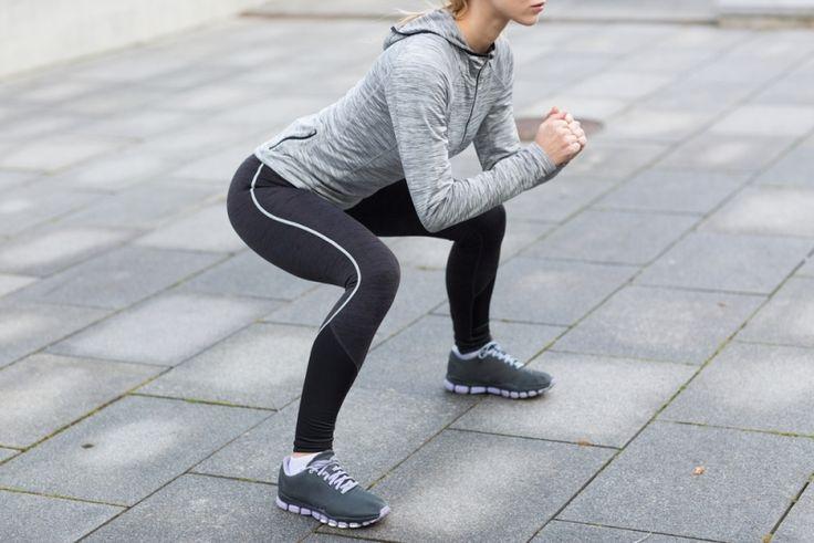 筋トレダイエットといえば、やっぱりスクワット! 男女問わず王道のトレーニング方法ですが、実はそのスクワットのやり方は間違っているかも? 正しいスクワットのやり方を知ることで、もっと効果的に下半身や太もも痩せ、痩せ体質作りができるはず。スクワットのダイエット効果、もっと効果を高めるフォームや回数、スクワ...