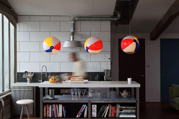 iDEA Online - Interior - Ruang Keluarga - Menarik! Lampu Tiup Berbentuk Bola Voli
