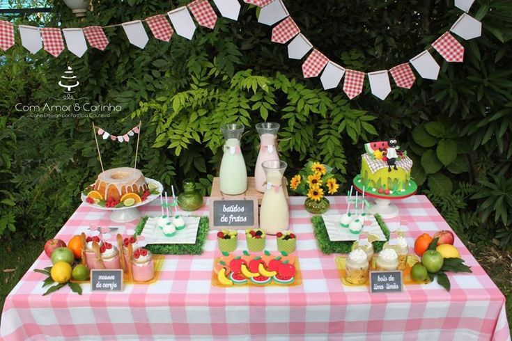 A glamorous picnic party to celebrate the end of summer with family. The dessert table is the sweetest with a large pink gingham table cover, fresh fruit and fruity desserts. The cake is also gorgeous topped with a picnic rug and a friendly ant guest.