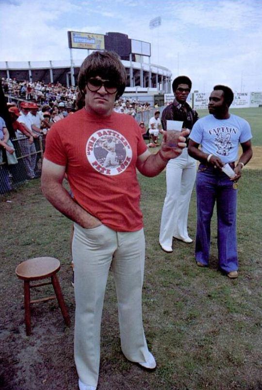 Pete Rose looking like a Boss.Cincinnati Red, Funny Biz, Cincinatti Red, Photographers Unknown, 1976 Photographers, Basebal Seasons, Pete Rosen, Big Red, Captain People