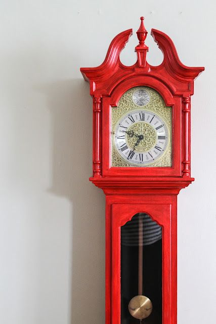 Fun painted grandfather clock. Gives a modern twist to an old-fashioned piece of furniture. #homedecor  #diy