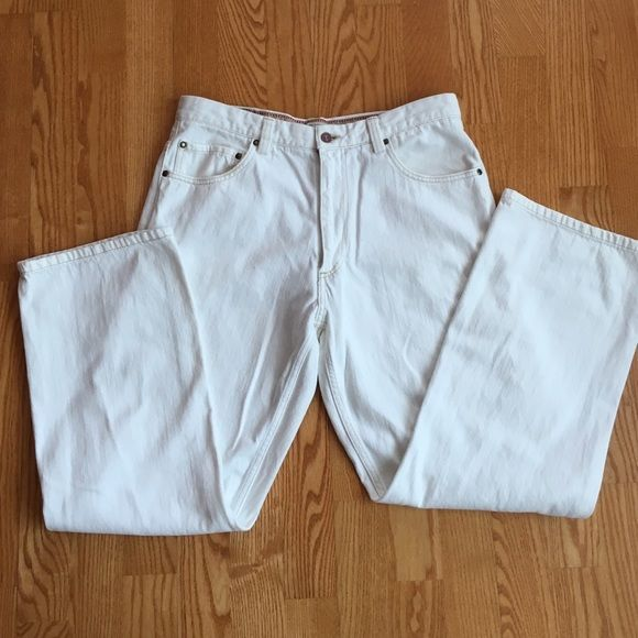 Men's Dockers white jeans - relaxed 34/30 Almost new Docker's white jeans for men! No stains, great condition! Zip fly button closure. 34/30. Dockers Jeans