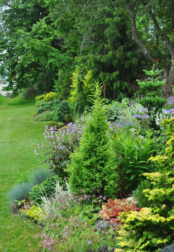 Three Dogs in a Garden: Garden Canadensis: this is one garden you'll want to see!