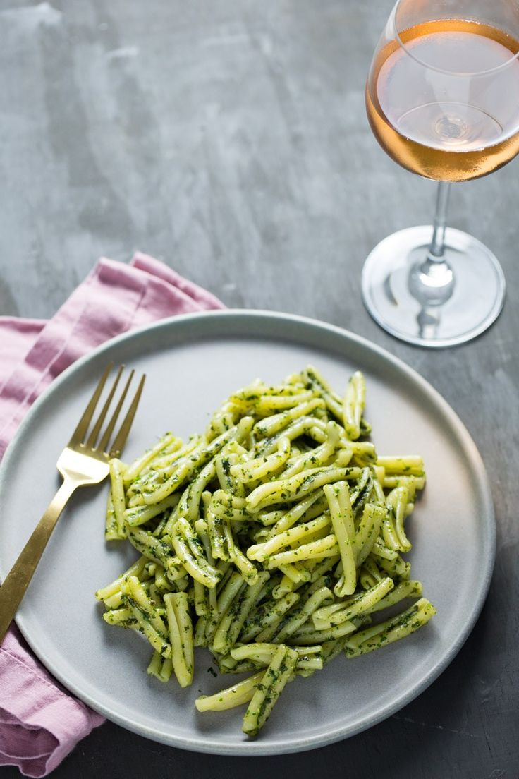 This recipe for classic vegan pesto is one of the easiest recipes out there. Defineltly better than trader Joe's vegan pesto. Basil Recipes, Easy Pasta Recipes, Delicious Vegan Recipes, Good Healthy Recipes, Easy Meals, Pasta Al Pesto, Vegan Soups, Vegan Dishes, What's Your Favorite Recipe