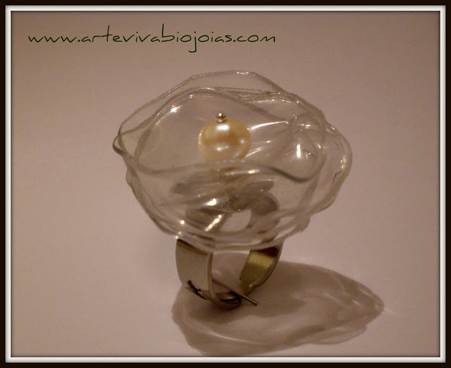 ring made from PET bottles and a freshwater pearl by Arte Viva Brasil
