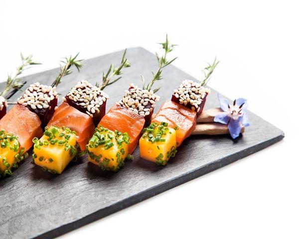 Fantaisie de saumon Gravlax, betterave et mangue ©Thierry Caron